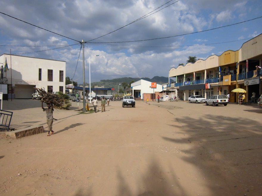 Het stoffige, kleine, charmante centrum van Kibuye