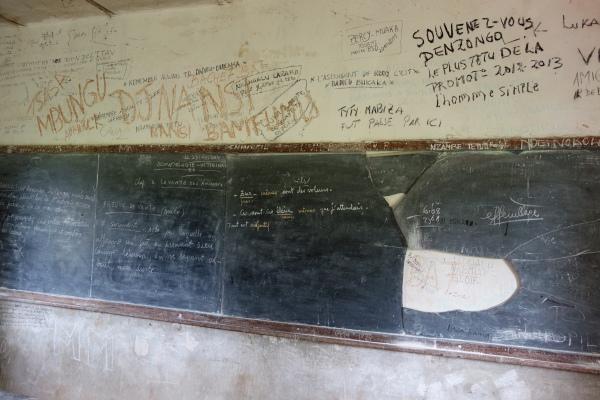 Landbouwschool van Nzolo: zelfs elementaire materiaal als schoolborden is niet evident
